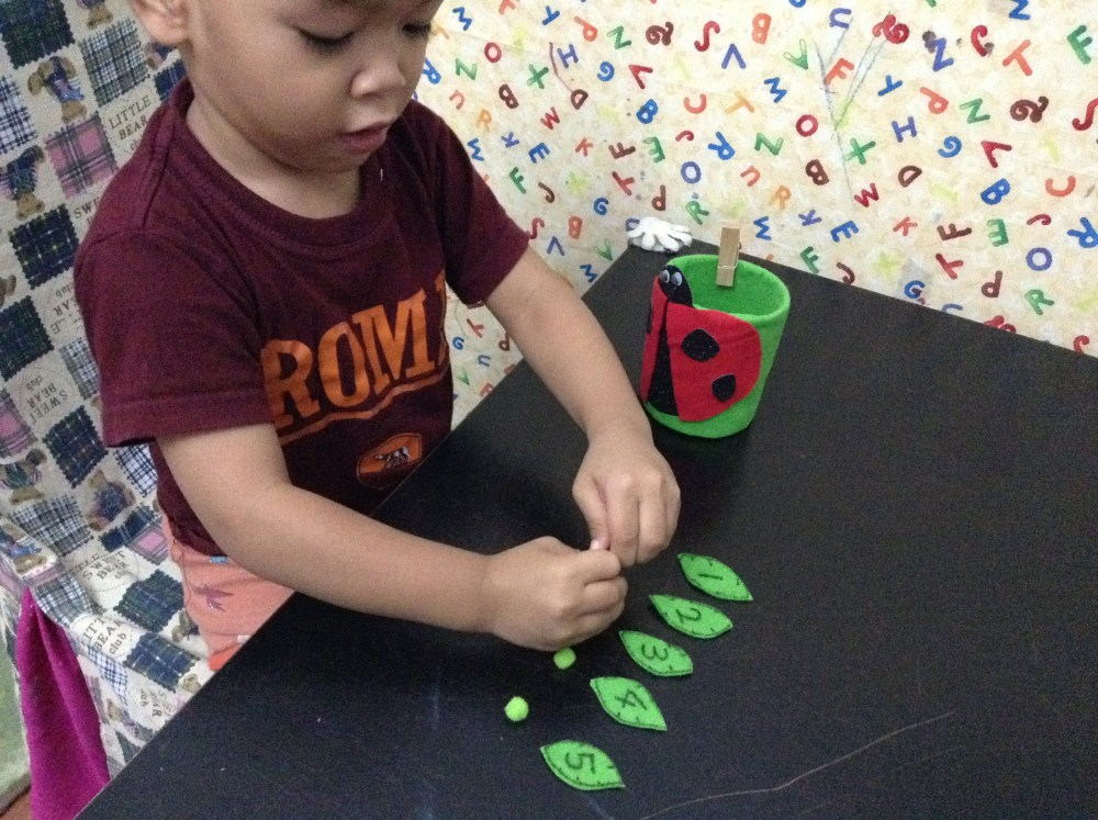 'Feed the Ladybird': Fine-Motor Activity for Toddlers (5/6)