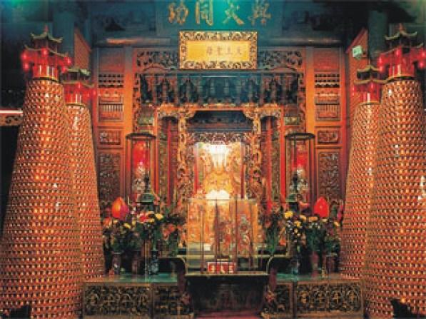 J009-P002正殿神龕及光緒皇帝所賜「與天同功」匾