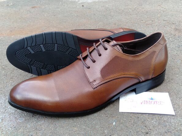Brown meshed suit shoe