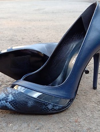 NAVY BLUE CHEETAH FRONT HEEL