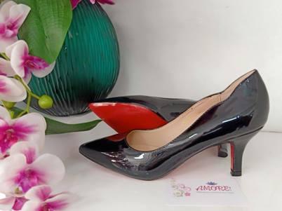 Black love cut kitty heel