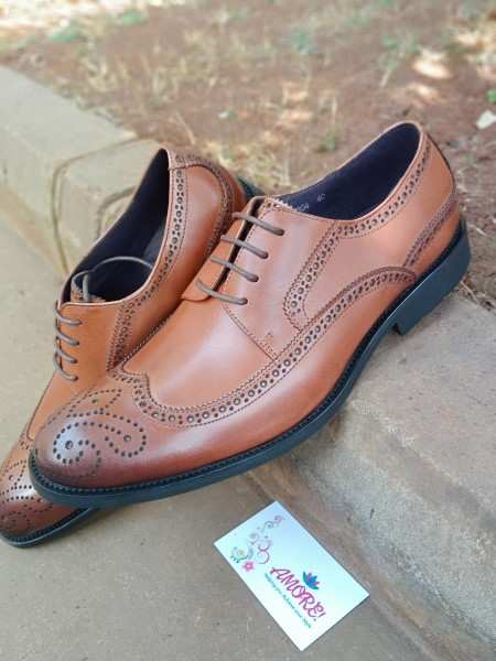 Brown oxford suit shoe