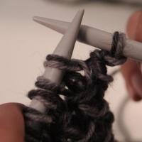 "Scaldacollo a maglia: tutorial fotografico del punto ""incrociato"""