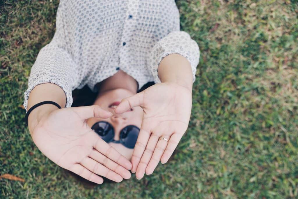 aki tolentino 125018 unsplash - Depresión: Síntomas y Solución