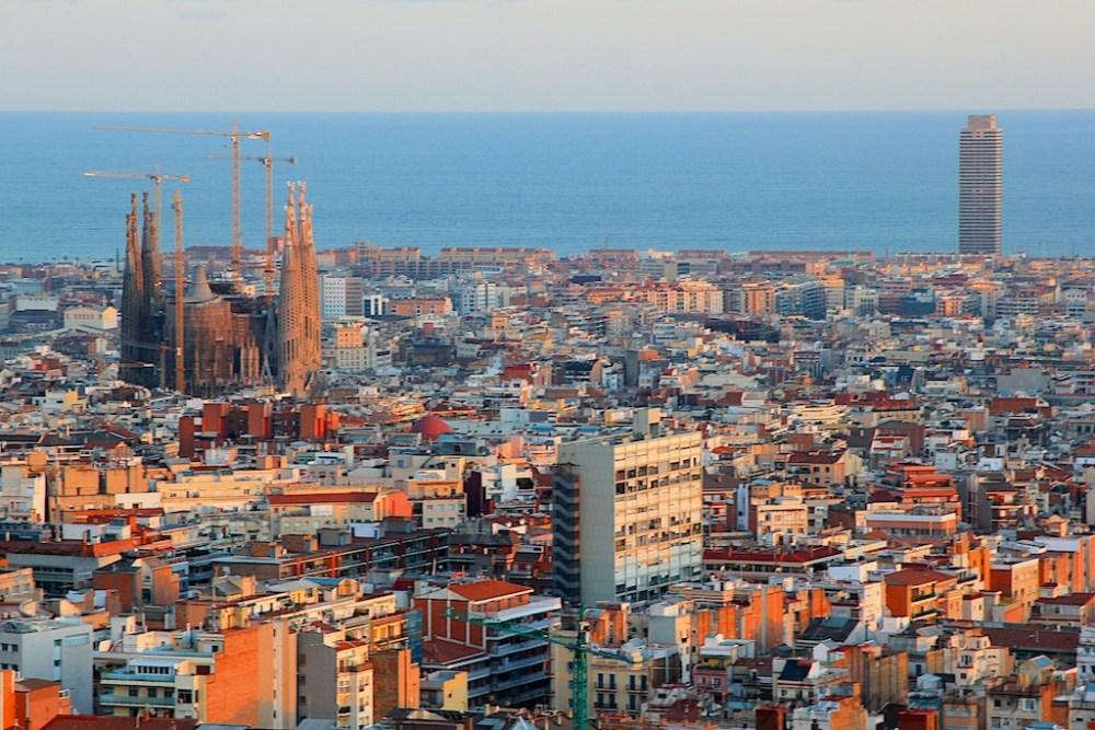 บันทึกเรื่องราวของเมือง Barcelona พร้อมให้อ่านแล้วคร๊าบบ :)