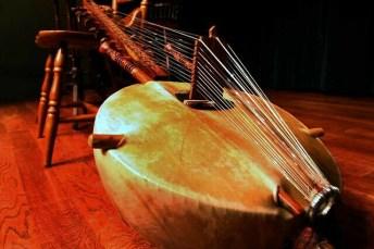 kora africana es una variante de la guitarra que conocemos. La diversidad de sonidos e instrumentos en música es infinita.
