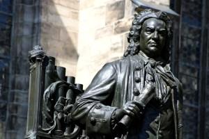 estatua de bronce de bach