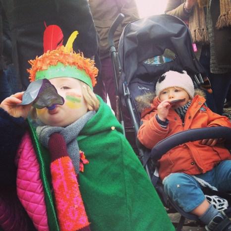 enfants au carnaval de Binche