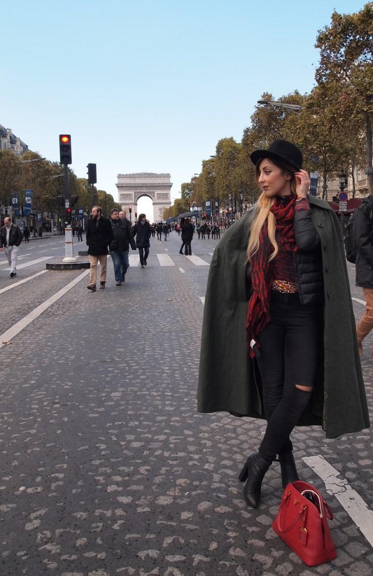amourblogetbeaute-aurora-cape-vintage-look-Arc-de-Triomphe-Pari