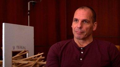 Fotograma Dedo na ferida, de Silvio Tendler con Varoufakis
