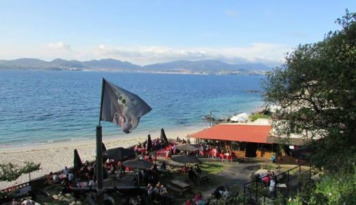 O San Roque máis rockeiro no chiringuito O Pirata