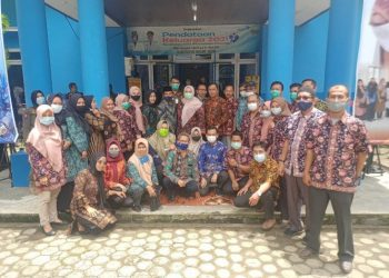 Usai Launching Pendataan BKKBN Muaro Jambi, Bupati Masnah Foto Bersama Dengan Jajaran Pegawai BKKBN Muaro Jambi