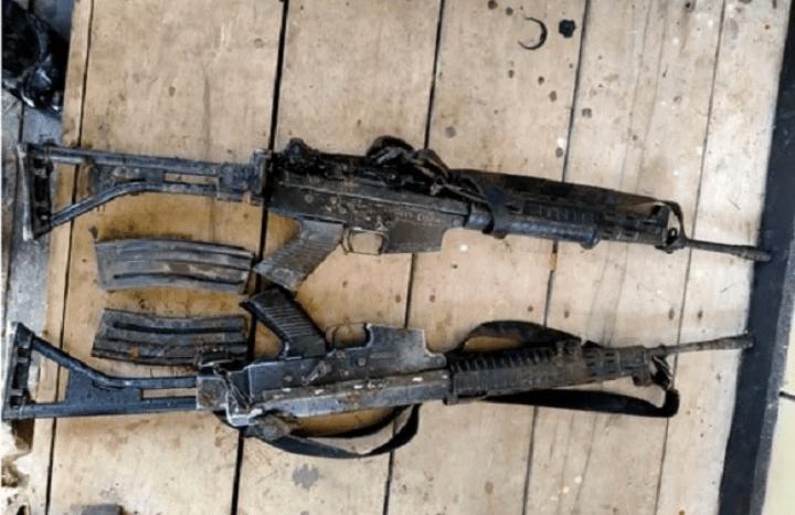 Pasukan TNI-Polri berhasil menemukan dua pucuk senjata SS1 yang dirampas orang tak dikenal usai membunuh Kasubsektor (Kapospol) Oksamol Briptu Mario Sanoy. Foto Bidhumas Polda Papua