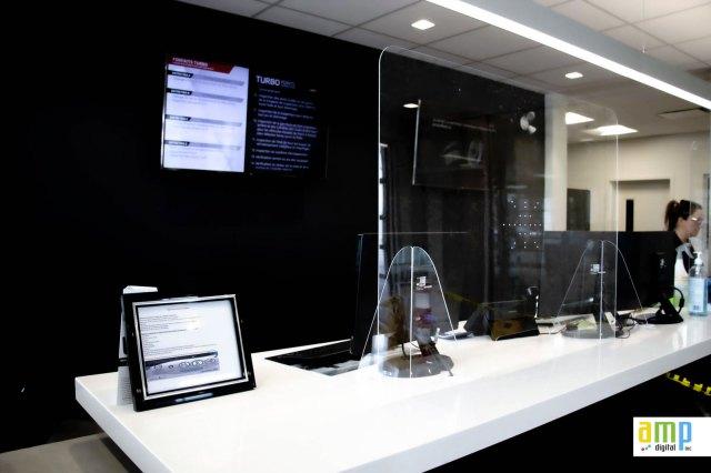 Pare halaine en acrylique (plexiglass) pour protéger les employés durant le Corona Virus