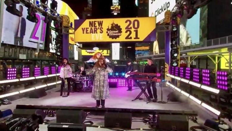 Gloria Gaynor Times Square NYE