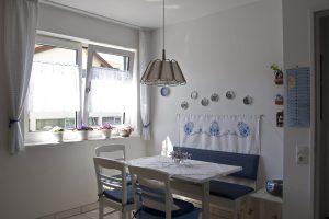 Kleiner Esstisch in der Küche