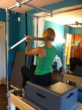 Bicep Curl using the Reformer/Trapeze combo.