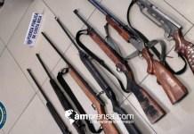 Policía encontró arsenal de armas cuando arrestaba hombre por pensión
