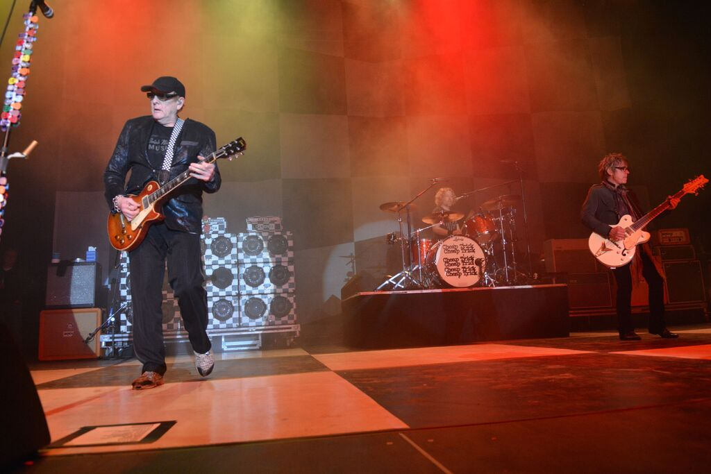 Cheap Trick Live at The Bomb Factory!! - Dallas, TX 11/7/15