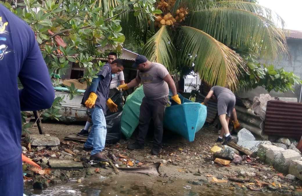 Desarrollan jornada de Limpieza en La Laguna de Alvarado.