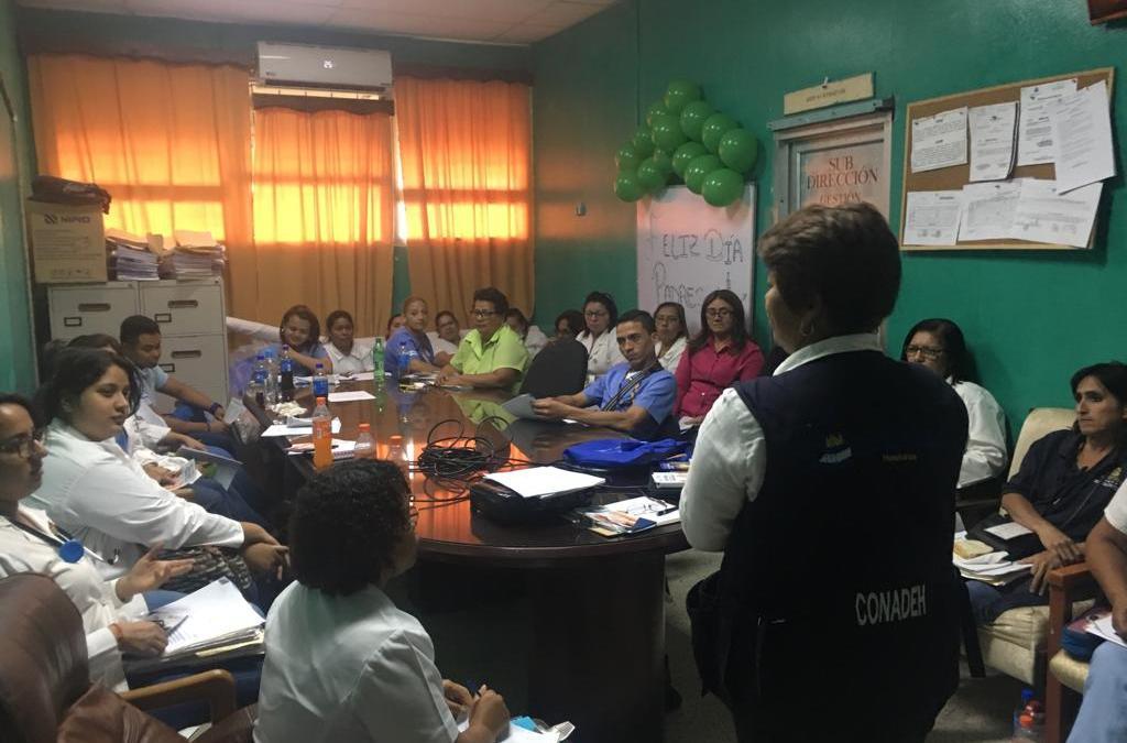 Jornada de capacitación a personal del Hospital de Área sobre como tratar a grupos vulnerables.