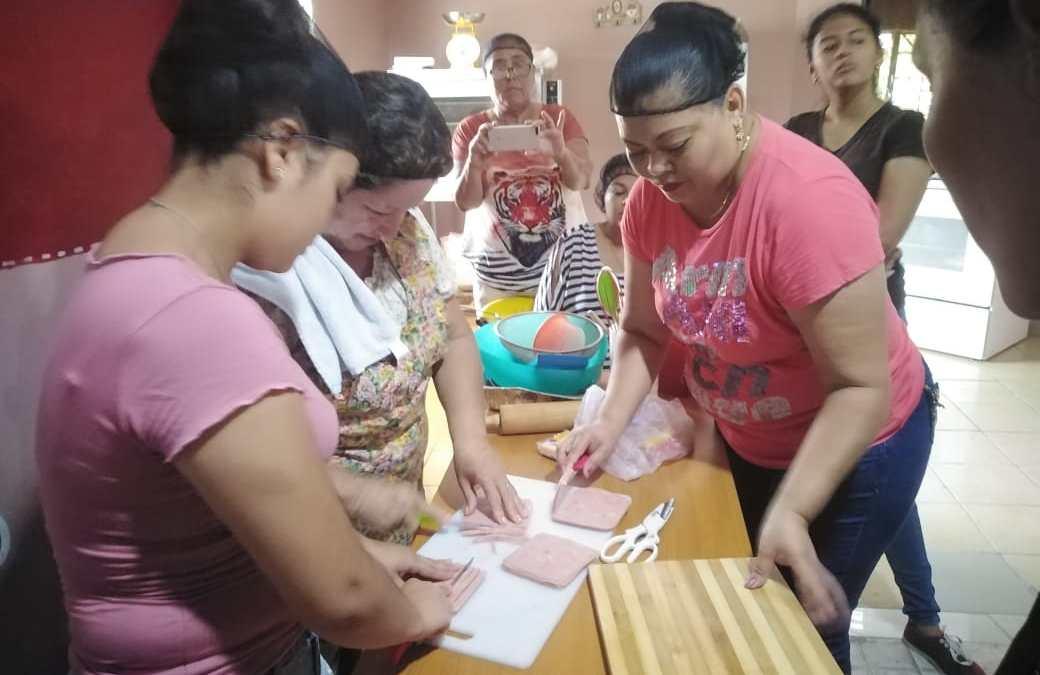 Mujeres de barrios y colonias son capacitadas en la Elaboración de Boquitas.