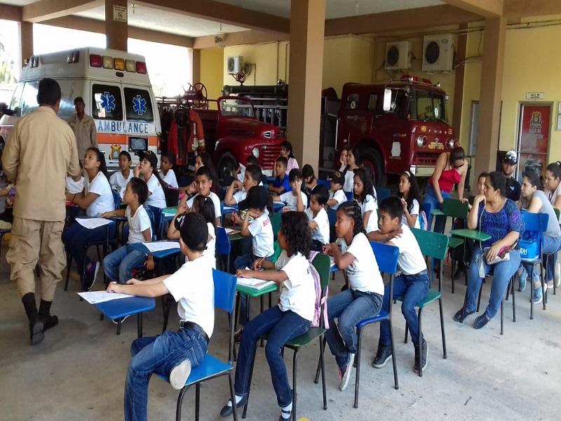 35 Niñas y niños en la Escuela de Bomberos Infantiles.