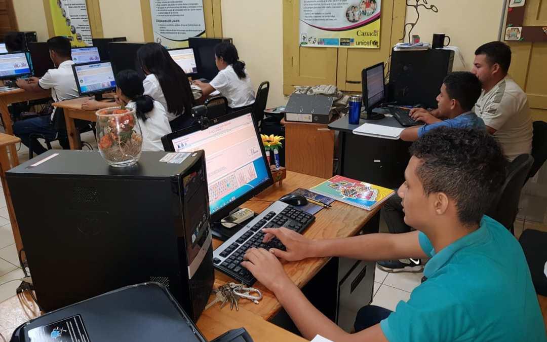 Alumnos son beneficiados con Curso de Computación en la Biblioteca Virtual.