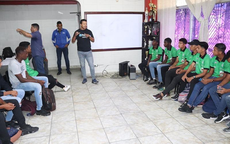 Impartimos Taller sobre Trabajo en equipo a jóvenes Reservas del FC. Platense.