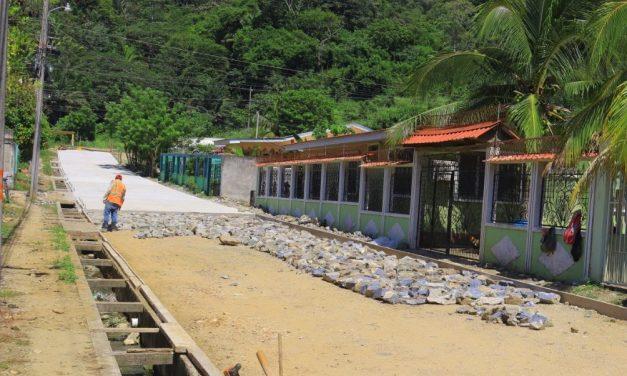 A buen paso avanza la Pavimentación de la calle en la Comunidad de La Gran Villa.