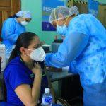 Jornada de vacunación contra COVID-19, continúa con personal de salud del sector privado.