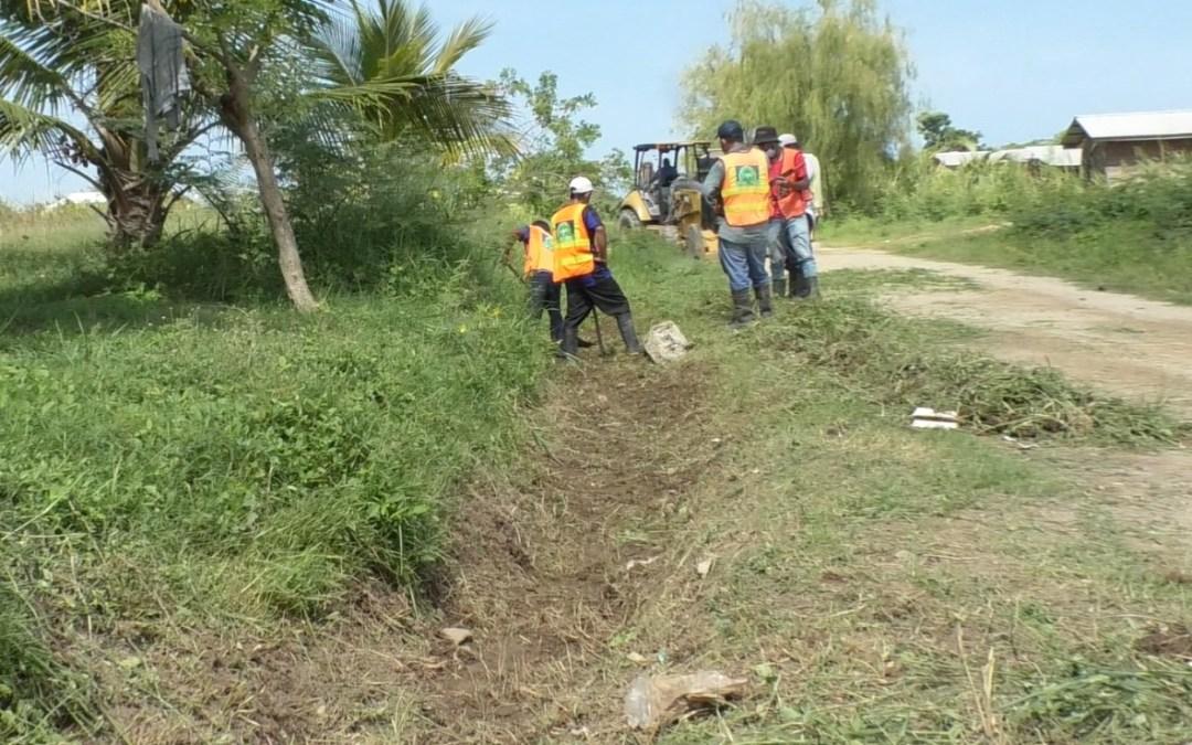 Realizamos limpieza de canales naturales en la 16 calle entre 16 y 17 avenida de Barrio Camagüey.