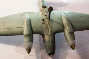 Maquette du Heinkel He 111 – prise pour alimenter les deux lampes représentant les mitrailleurs