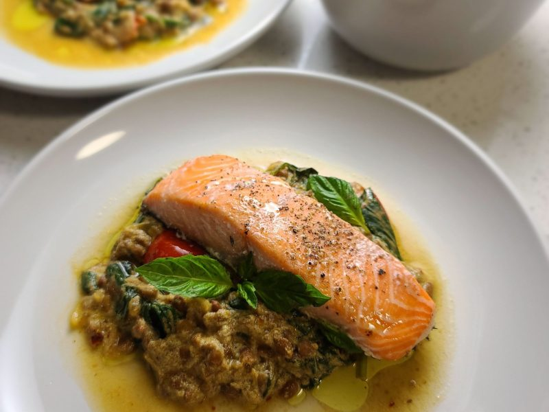 Slow roasted salmon with spinach & lentils masala in coconut milk (307807)