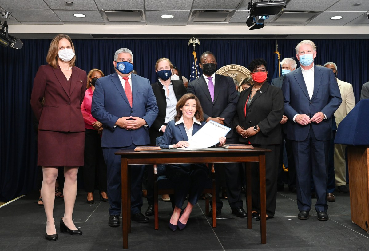 On Friday, flanked by Lieutenant Governor Brian Benjamin, progressive advocates and state Democratic leaders, New York Governor Kathy Hochul signed The Less Is More Act, which will end the practice of sending people to jail as they await hearings over alleged technical parole violations, such as missed curfews and marijuana use. The signing of the decarceration bill, which is expected to release several hundred detainees from city jails, comes after weeks of public outcry over a string of deaths at Rikers Island. (308536)