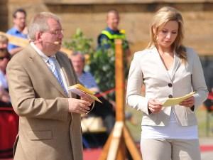 Hans-Jürgen Amtage moderiert den Festakt zum 250. Jahrestag der Schlacht bei Minden mit der TV-Moderatorin Andrea Grießmann. Foto: PR
