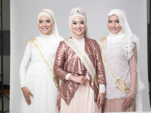 The World Muslimah 2012  and Runner Up  Who wants to be the Next World Muslimah 2013? Deadline Extended. 130222 Wardah MMB103119