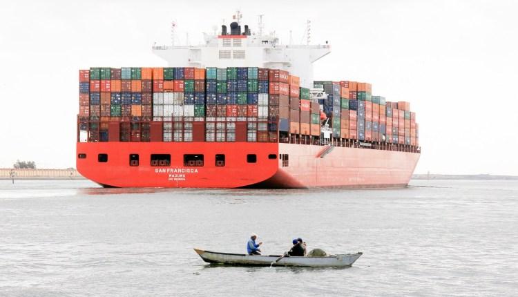سفن عابرة لقناة السويس