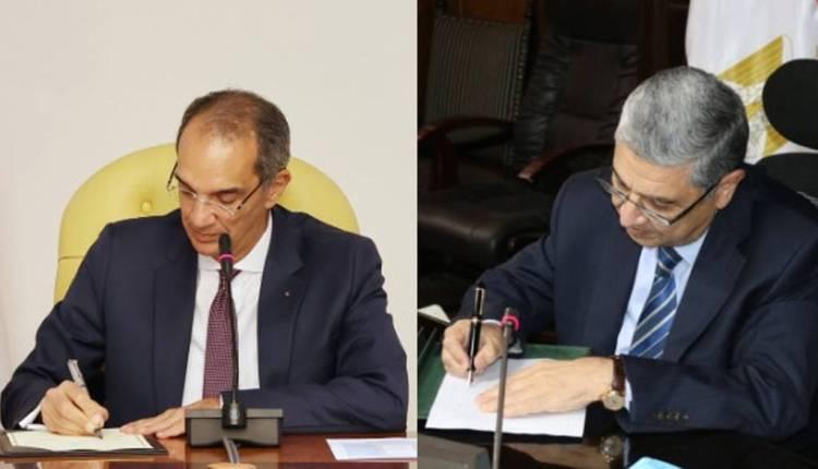 توقيع محمد شاكر وزير الكهرباء وعمرو طلعت وزير الاتصالات بروتوكول لتطوير التكنولوجيا بقطاع الكهرباء