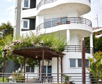 2017-06-07-Day-1-Greece-houseflower2