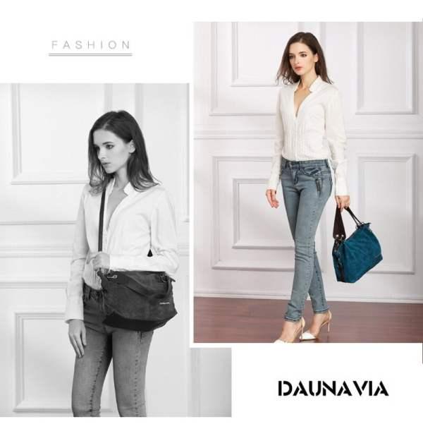 Daunavia Handbag Model Carrying