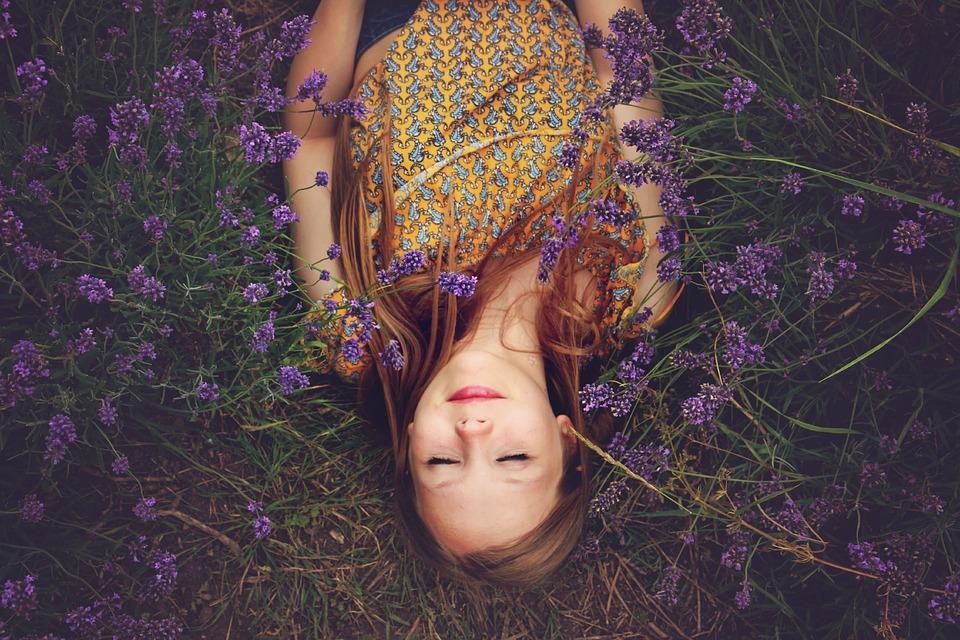 girl-fragrance-happy