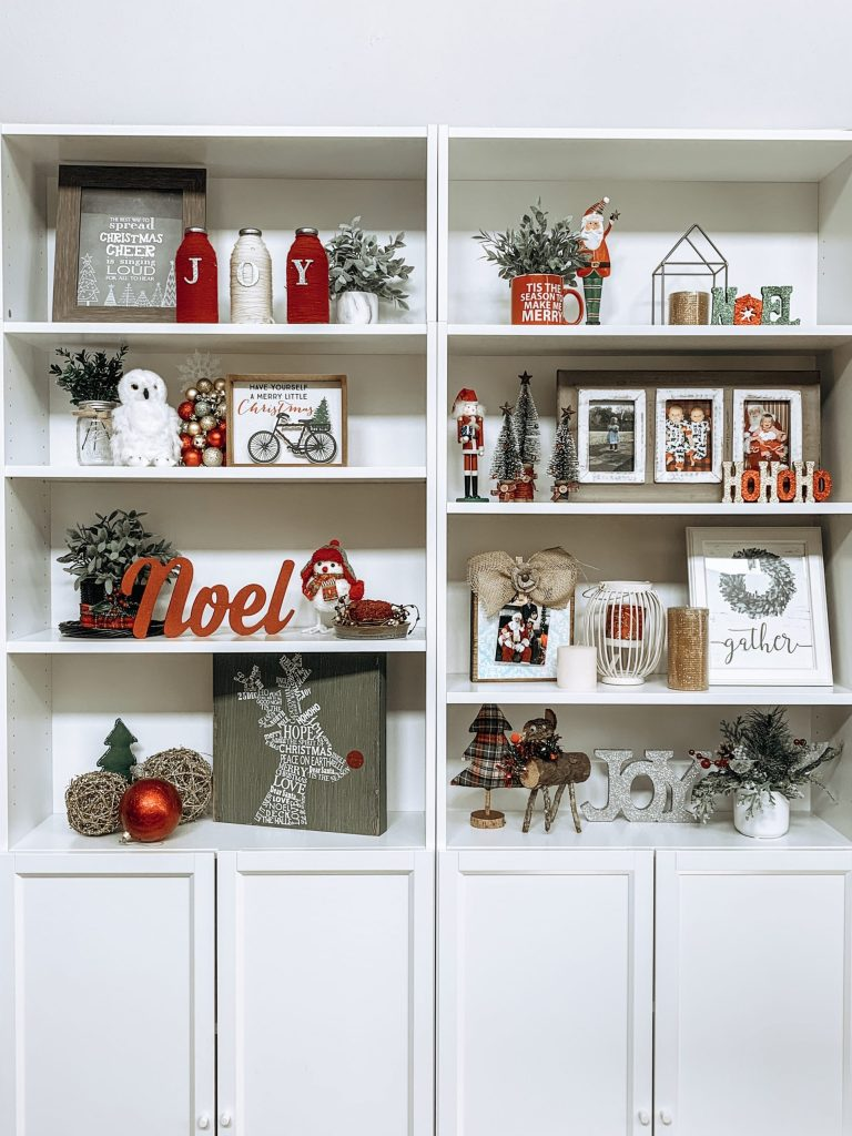 Holiday decor bookshelf. Check out the details on my blog!