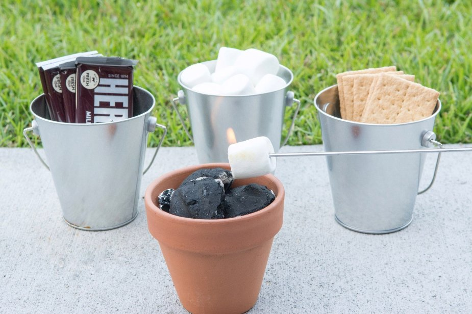 Mini S'mores pots for kids, a summertime treat
