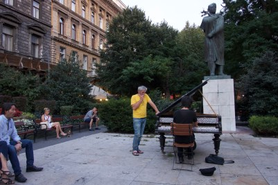 There are pianos outside along Liszt Ferenc ter that people can just play! Impromtu performance
