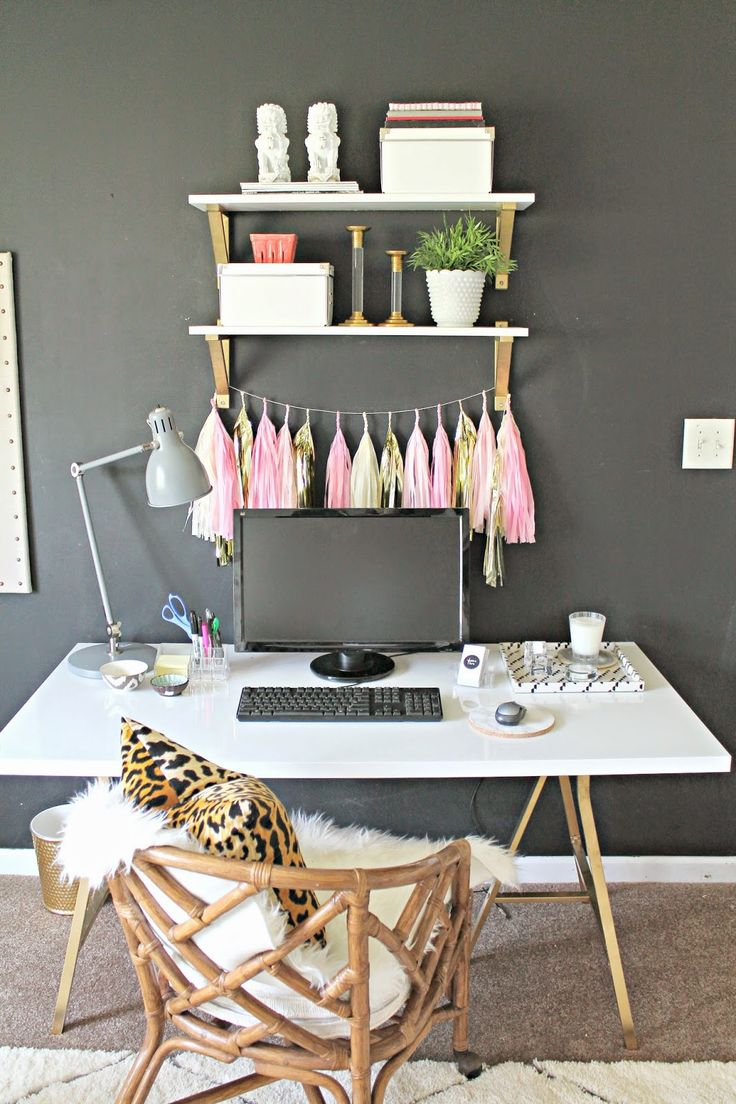 Inspiring home offices for girl bosses amy howard social for Office design instagram