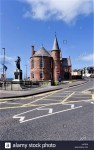 portrush-town-hall-in-county-antrim-northern-ireland-J44TH9