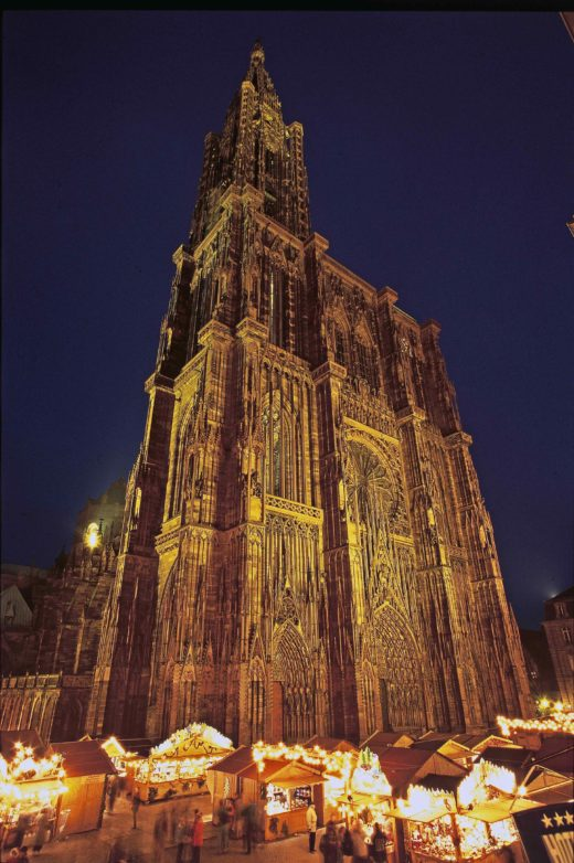 The Christmas market at Strasbourg's cathedral. Credit Christophe Hamm, Greater Strasbourg Tourist Office.
