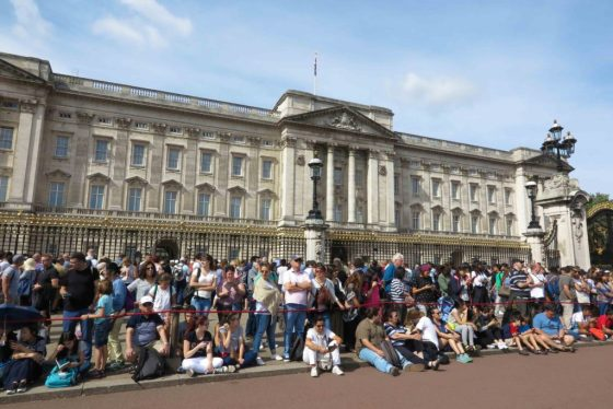 Tourists gather at the entrance to Buckingham Palace. Copyright Amy Laughinghouse