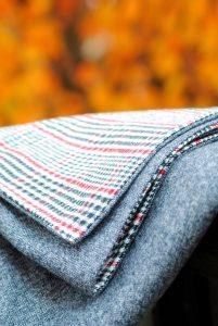 Easy-DIY-Throw-Blanket-201x300
